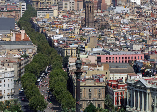 La Rambla går som ett grönt stråk genom Barcelona.